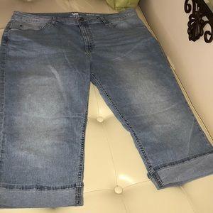 Pants - Plus size 18w light denim stretch capri. NWOT